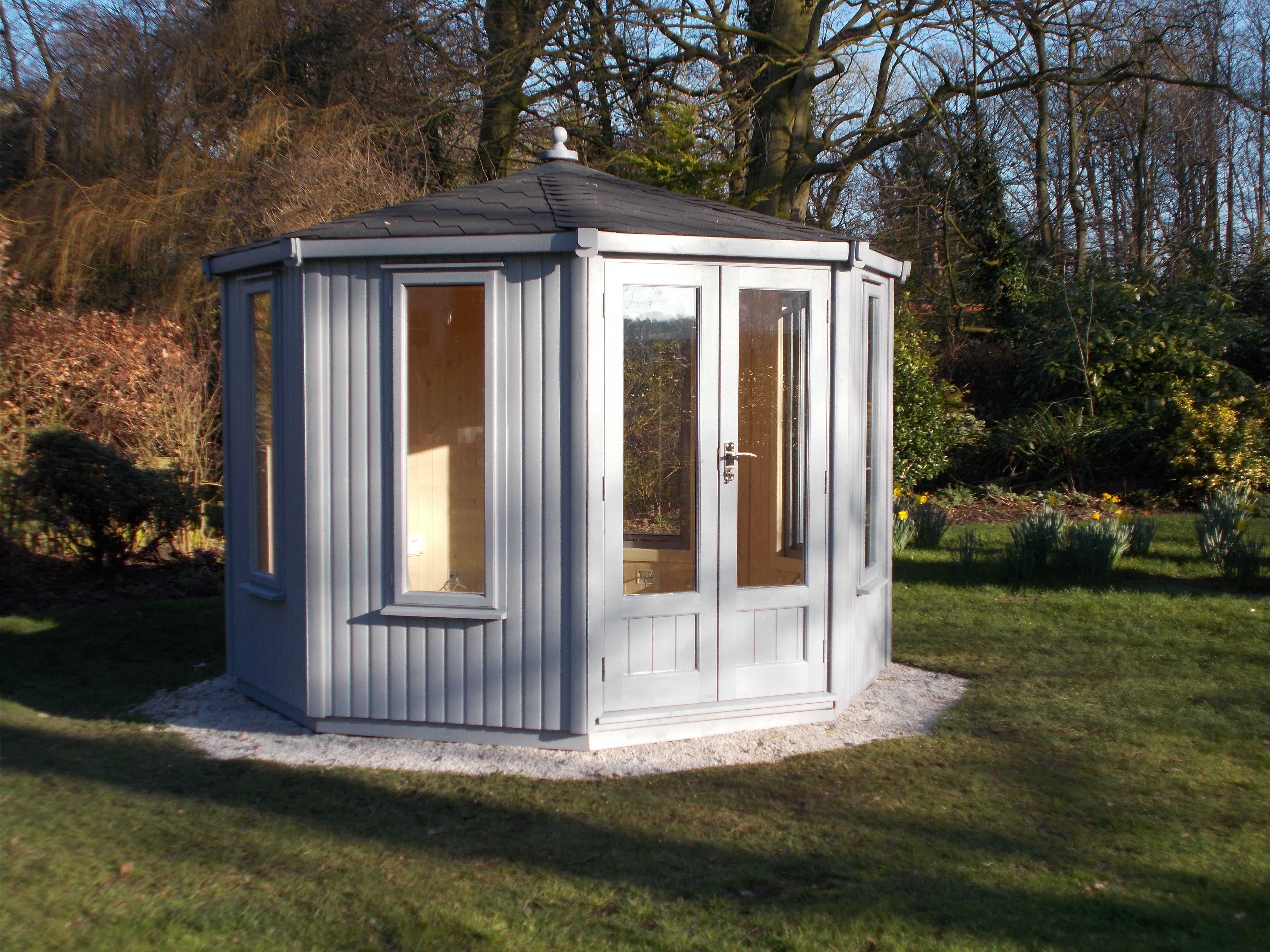 CONTEMPORARY SUMMERHOUSE