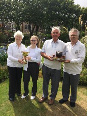 The photo shows the two winning pairs from Sunday's competitions. From left to right: Margaret Johnson, Emma Moncrieff, Gordon Stevenson and Norrie Wiseman.
