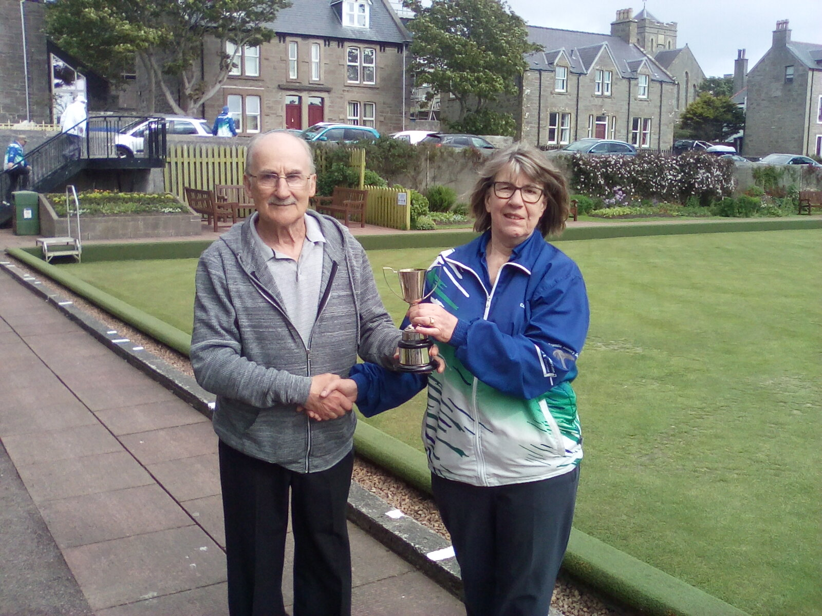Ian Scott from Morton Lodge presenting the trophy to Caroline Smith, the club vice-President