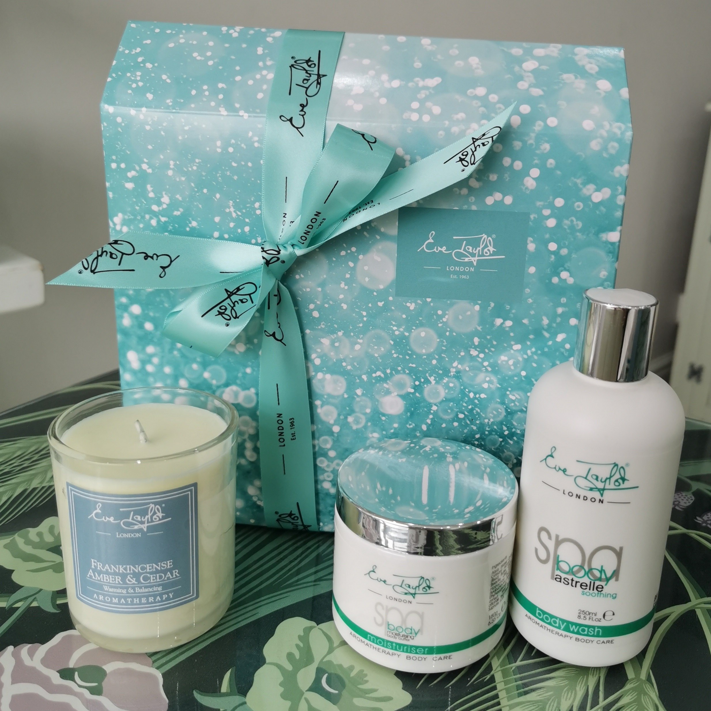 Eve Taylor Christmas Relaxing Body Gift Box
