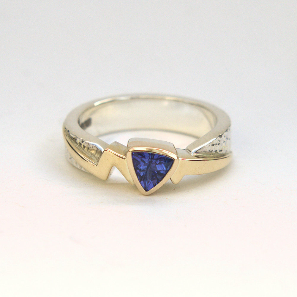 Tanzanite gold flash ring