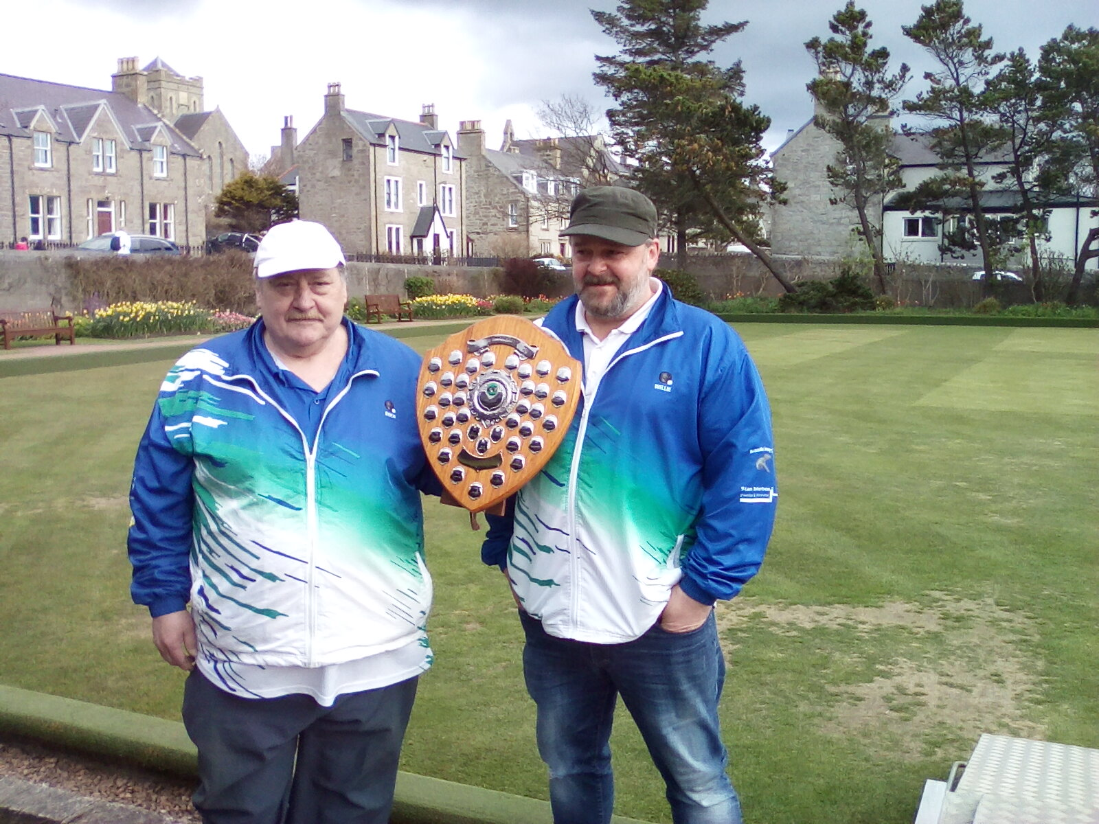 The President, Ewen MacRitchie, who was the runner-up, presented Willie (right) with the shield.