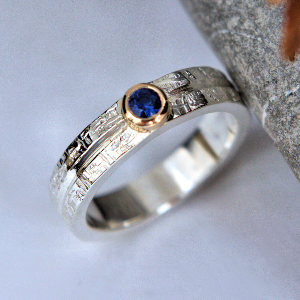 Blue sapphire ringImage description