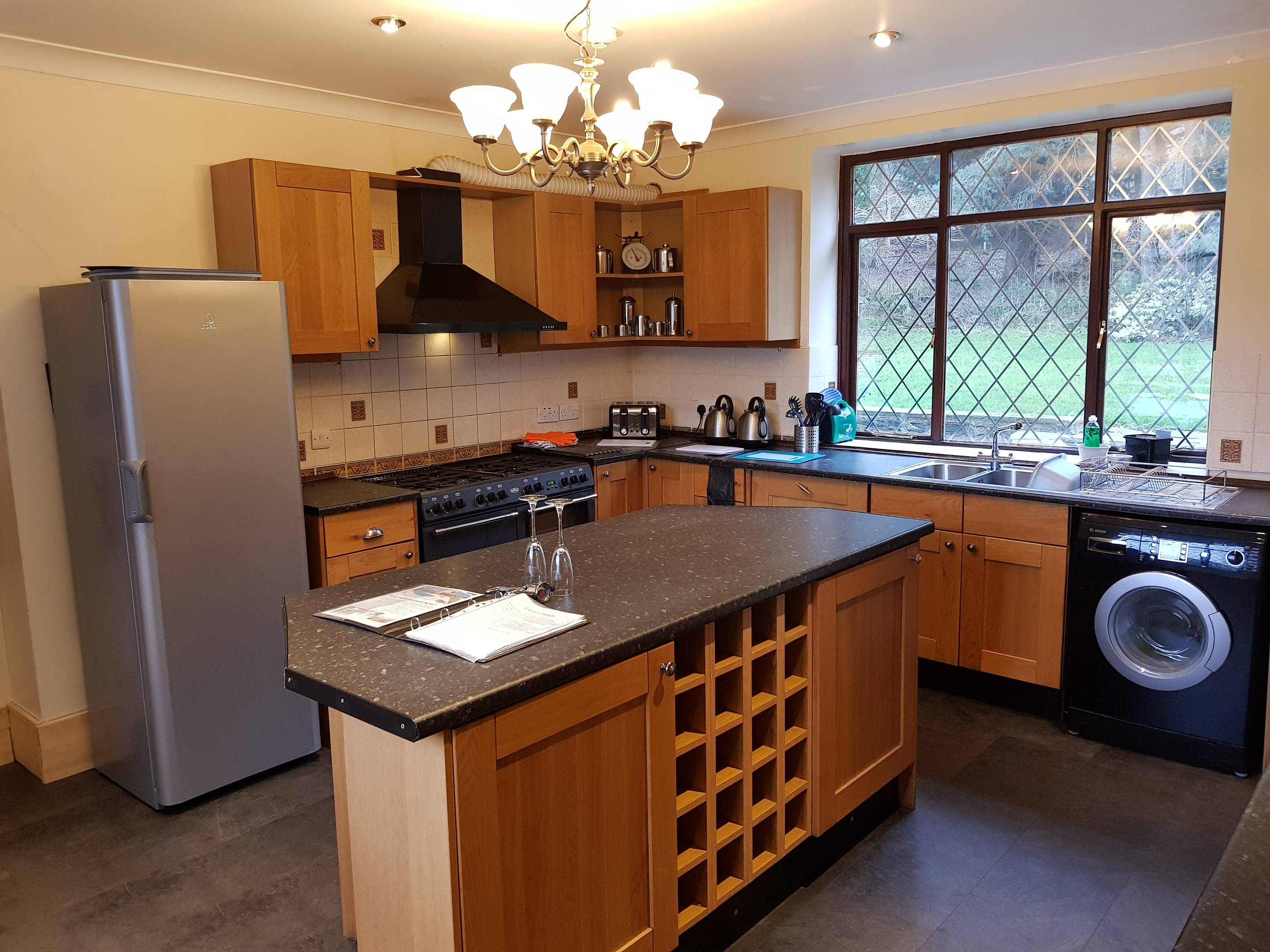 fully fitted kitchen large party house