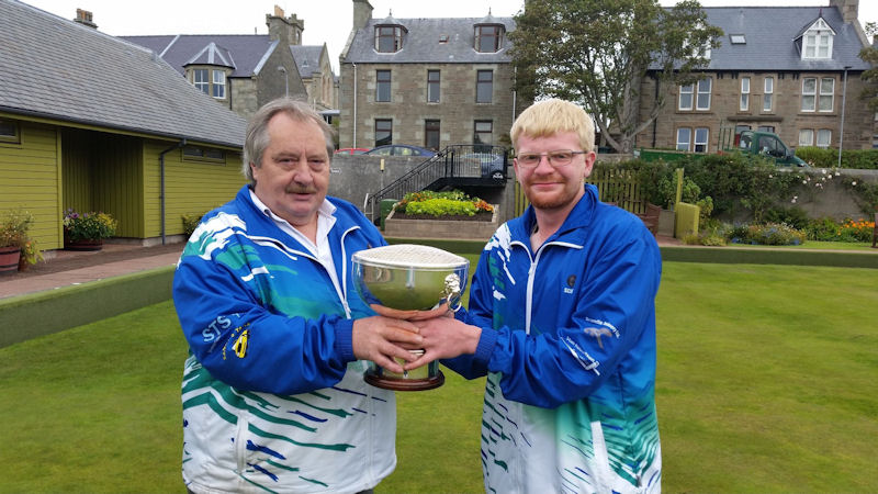 President Ewen MacRitchie presenting Champion of Champions Trophy to Scott Hurst.