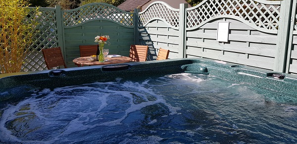 Woodside Hot Tub - Romantic Break