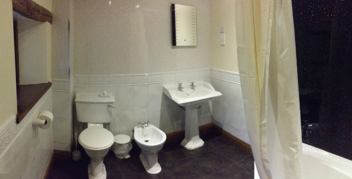 nice feature bathroom in derbyshire dales peak district