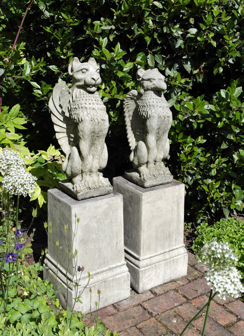 STONE GARDEN UPRIGHT LION & GRIFFIN GOTHIC CREATIONS