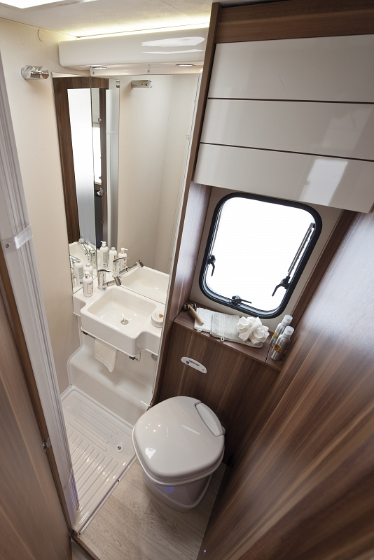 Auto roller 707 7 berth motorhome hire from wests for Bathroom for rent