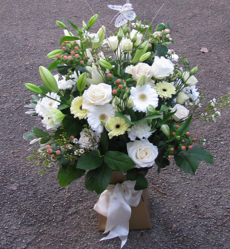 BOUQUETS & ARRANGEMENTS