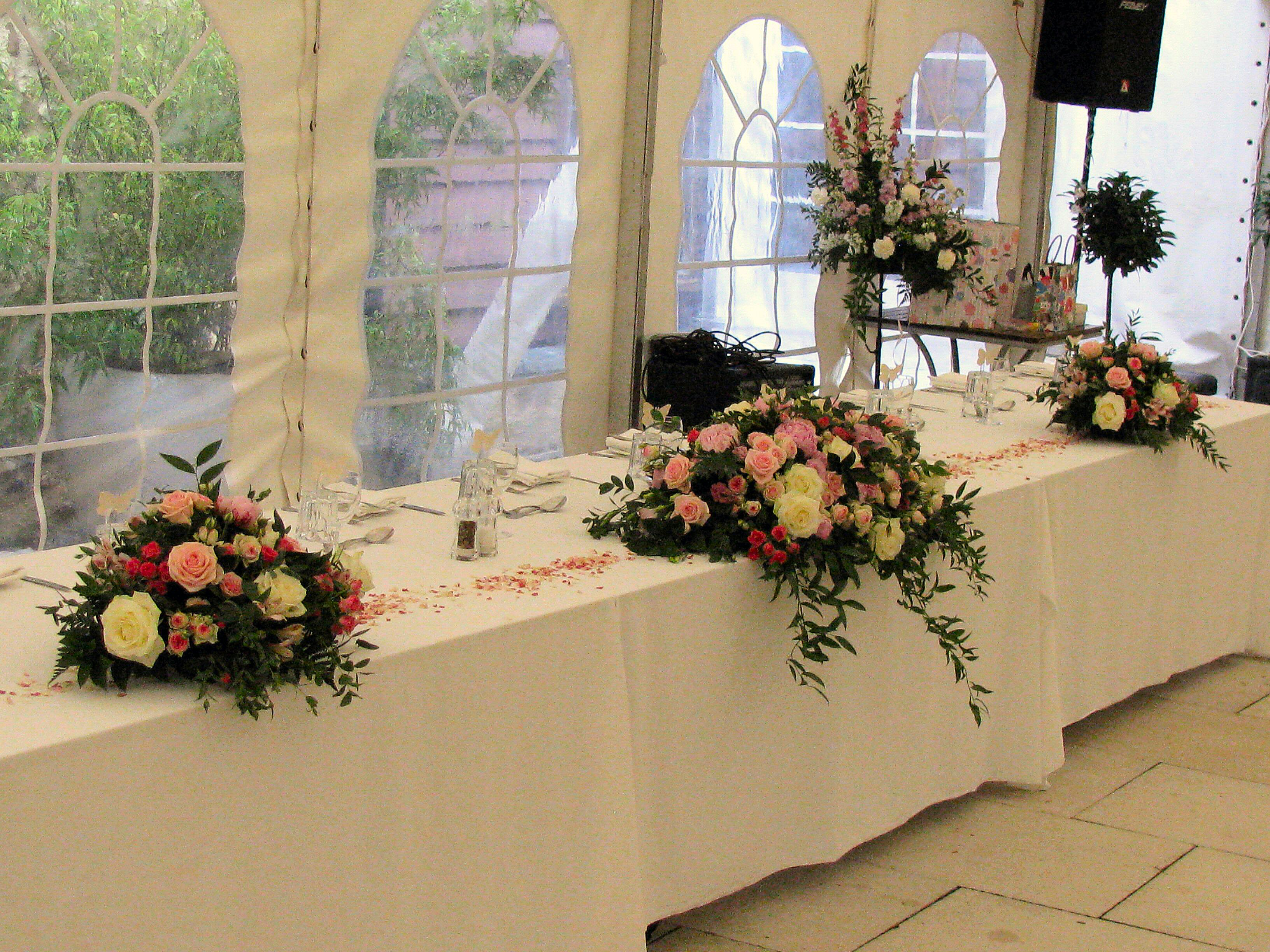 Batemans Barn - Top Table Flowers