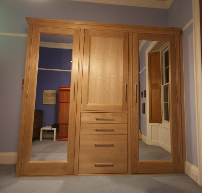 Oak mirrored doored fitted wardrobe & drawer unit