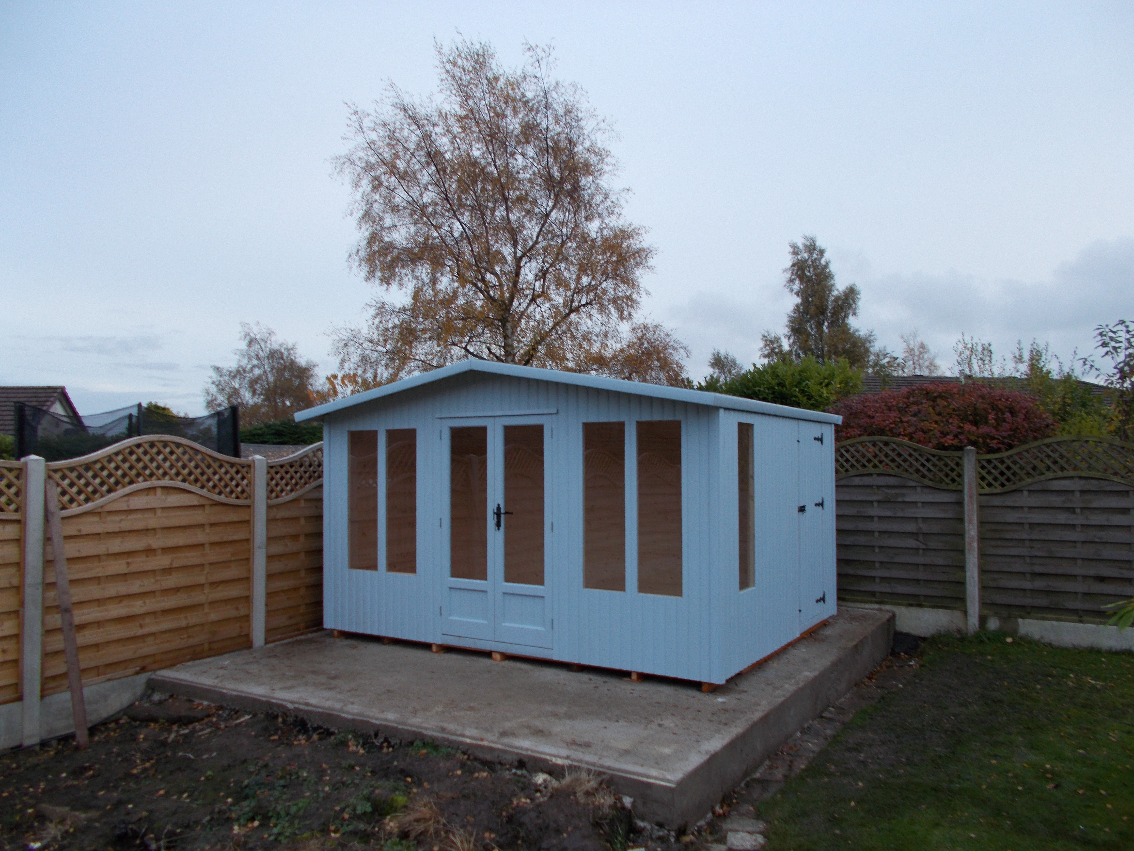 SUMMERHOUSE AND SHED