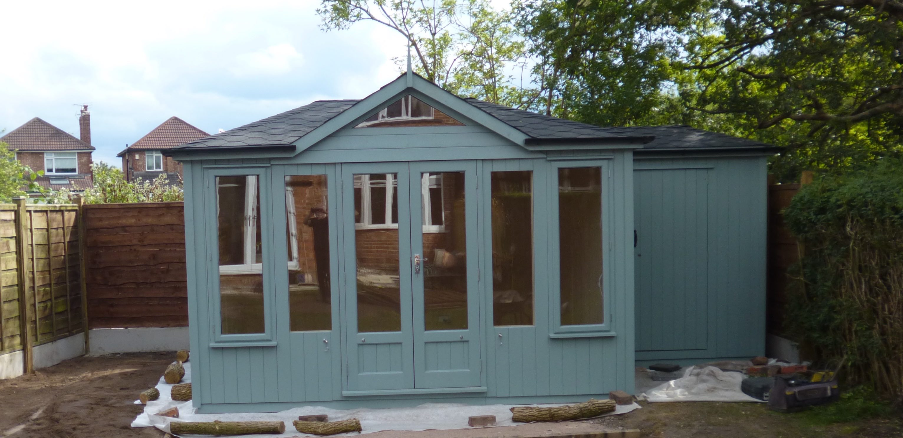 CONTEMPORARY COLOURED SUMMERHOUSE