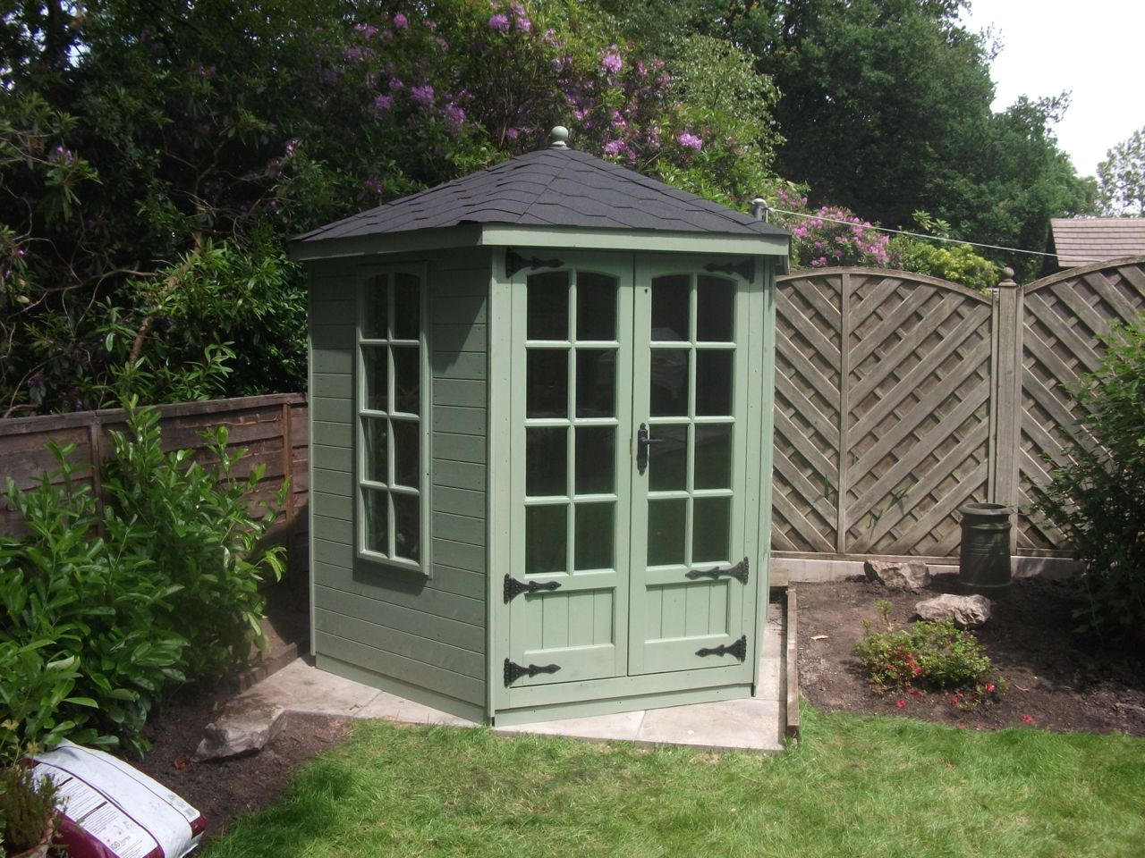 GREEN SHADED GAZEBO