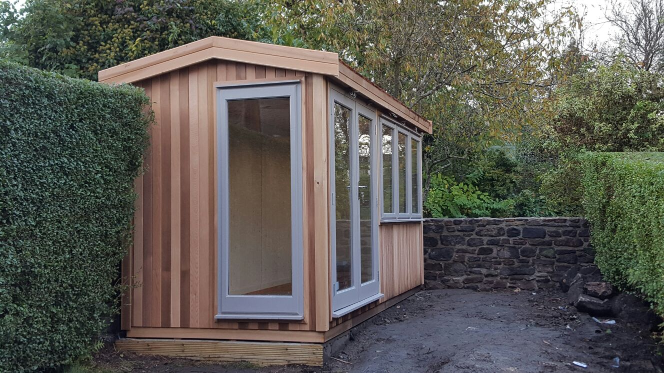 WESTERN RED CEDAR SUMMERHOUSE WITH PAINTED DOORS AND WINDOWS