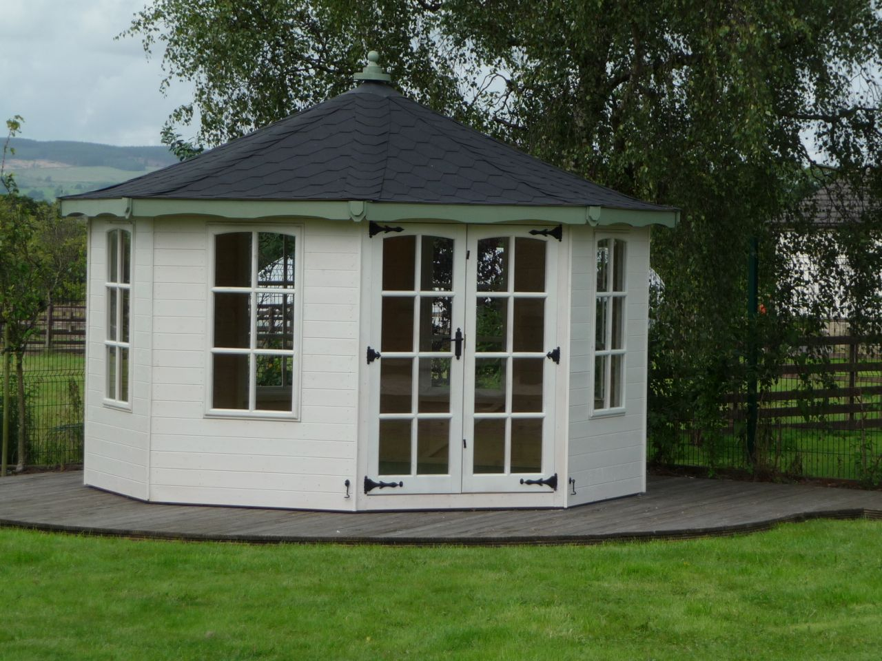 WHITE GAZEBO SUMMERHOUSE