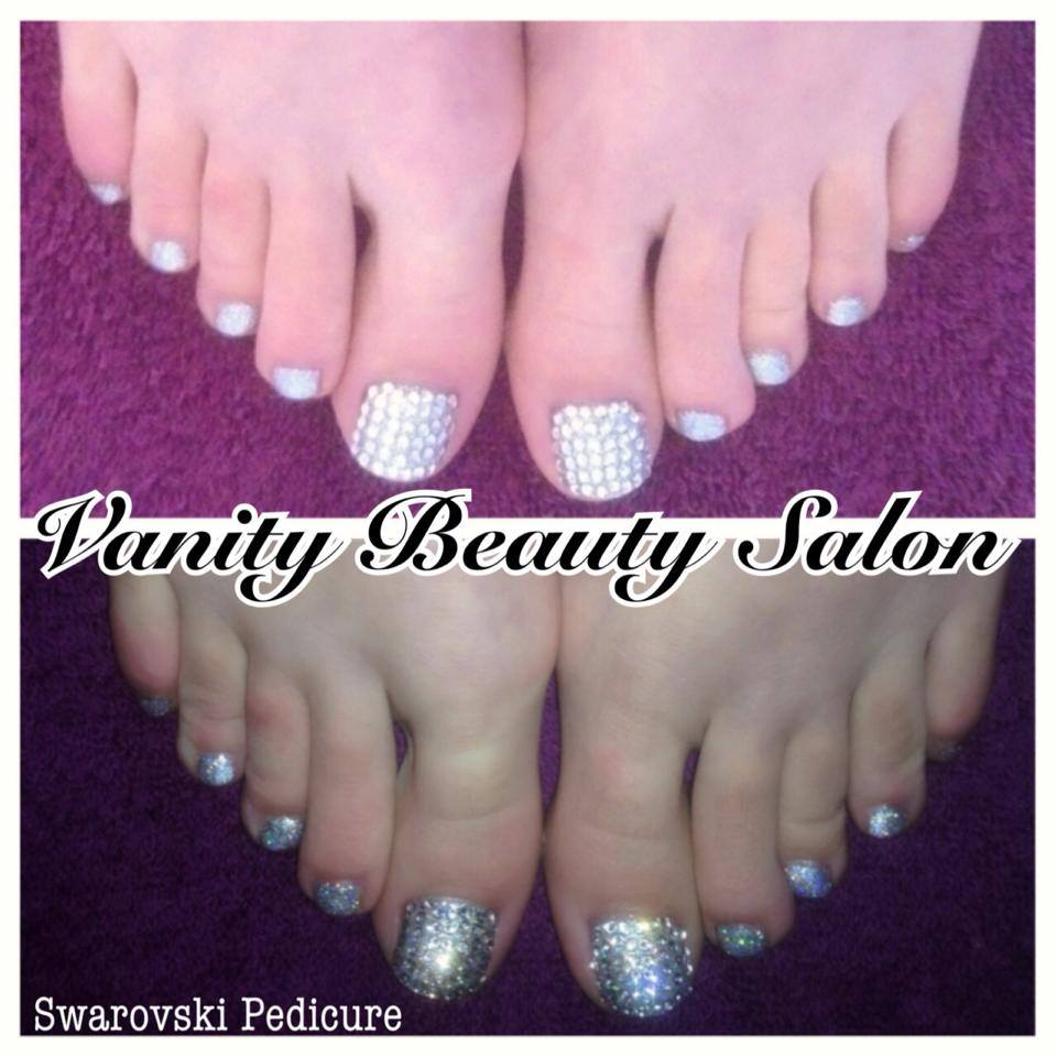 3dab18662424e1 CLICK IMAGE TO ENLARGE PHOTOGRAPH  ON AVERAGE 40 CRYSTALS ARE USED ON EACH  BIG TOE. SWAROVSKI PEDICURE