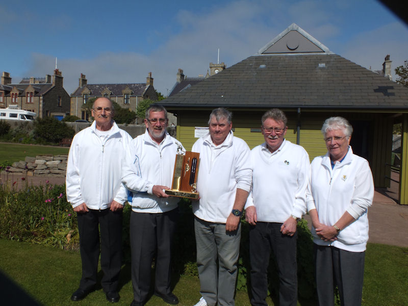 Club President, Tam Terris (centre), presenting the trophy to John Jarmson and his team of (left to right) Ian Scott, Alex Elphinstone and Jean Jarmson