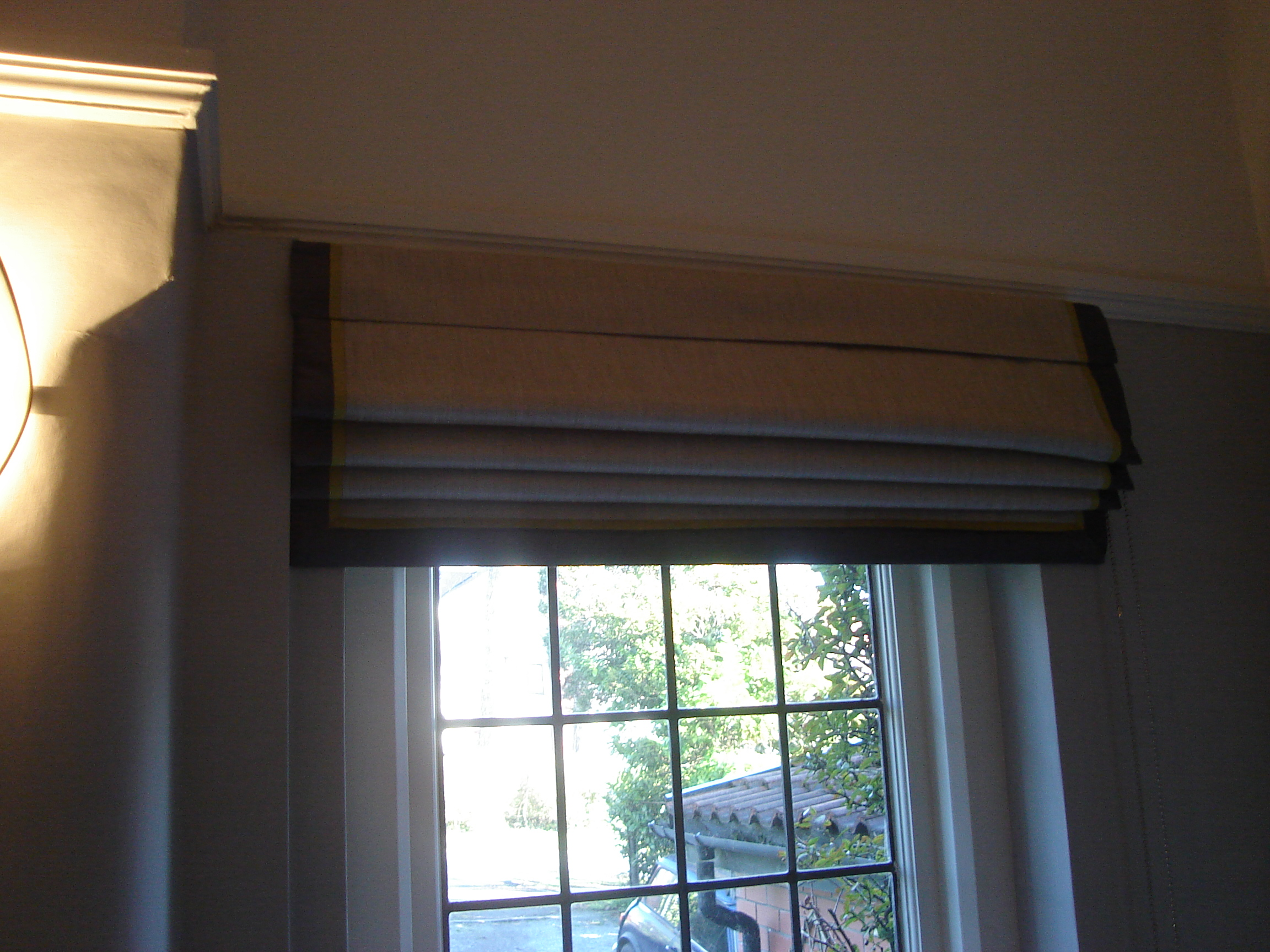 linen roman blind with contrast border