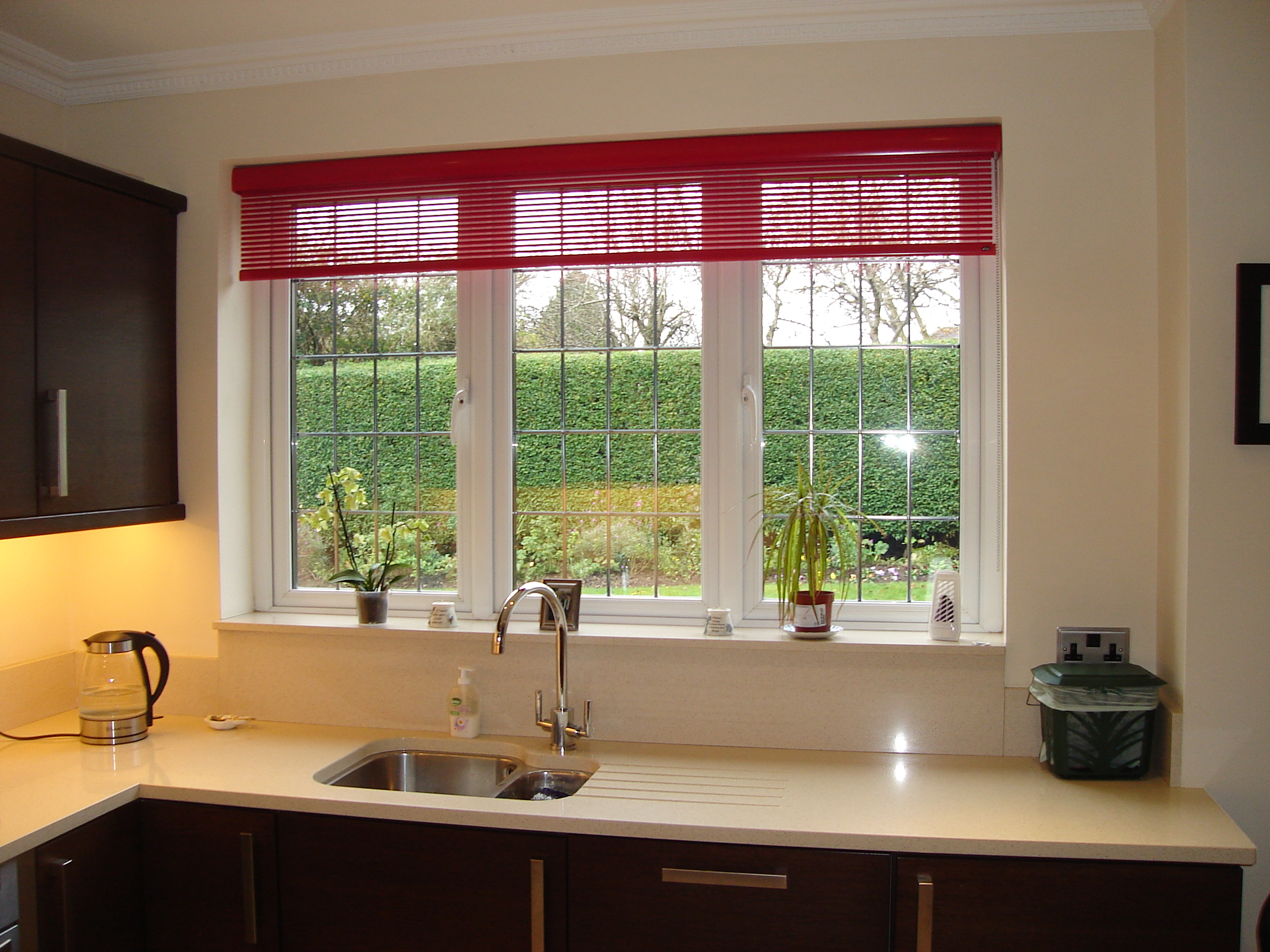 red luxaflex facette blind