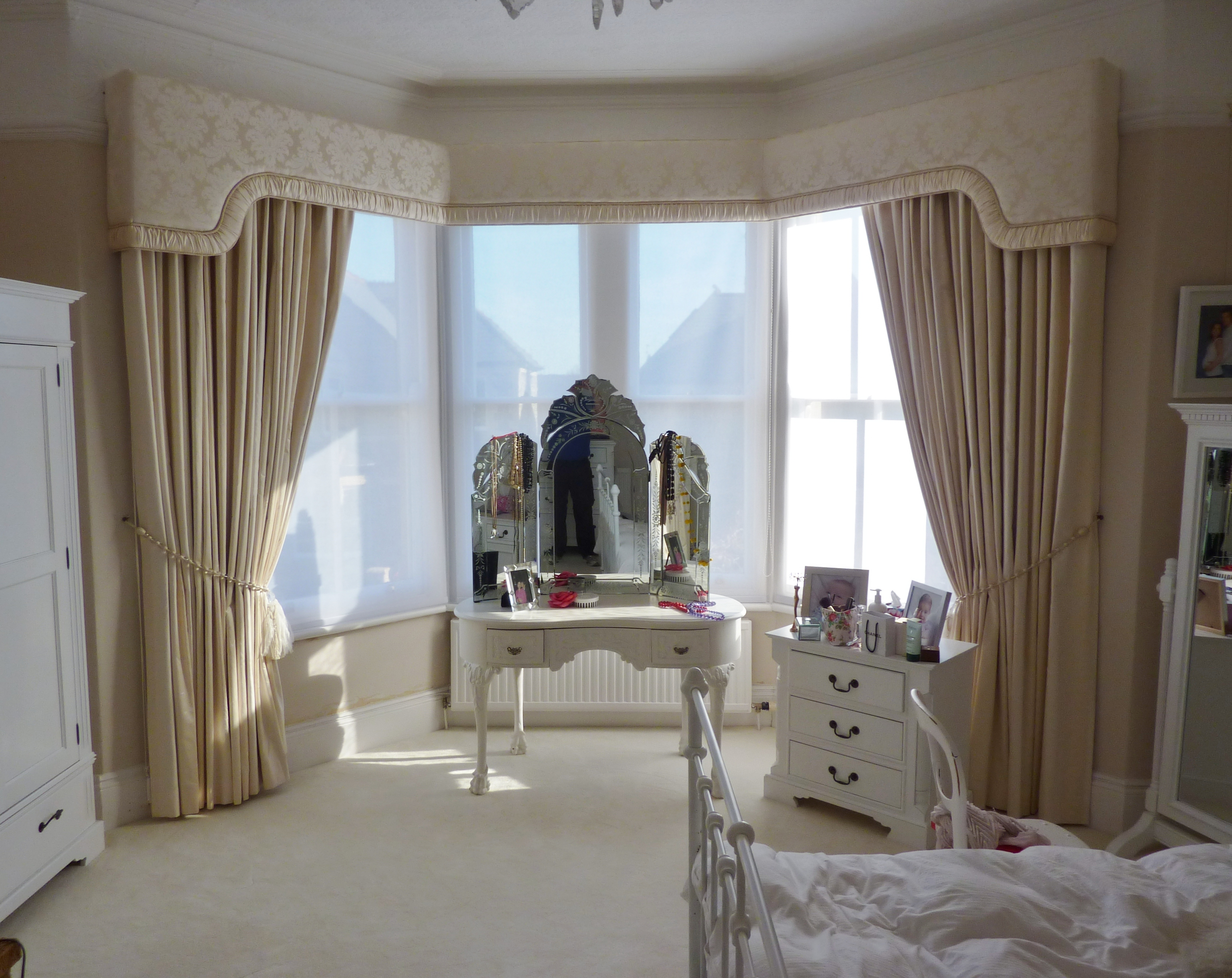 ivory damask upholstered pelmet with ruched border and matching curtains