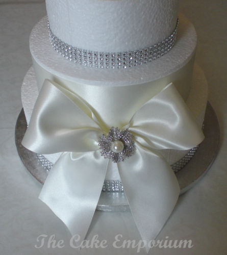 Wedding Cake – Bridal Pearl Brooch And Diamante Or Pearl Ribbon Cake Topper Pack