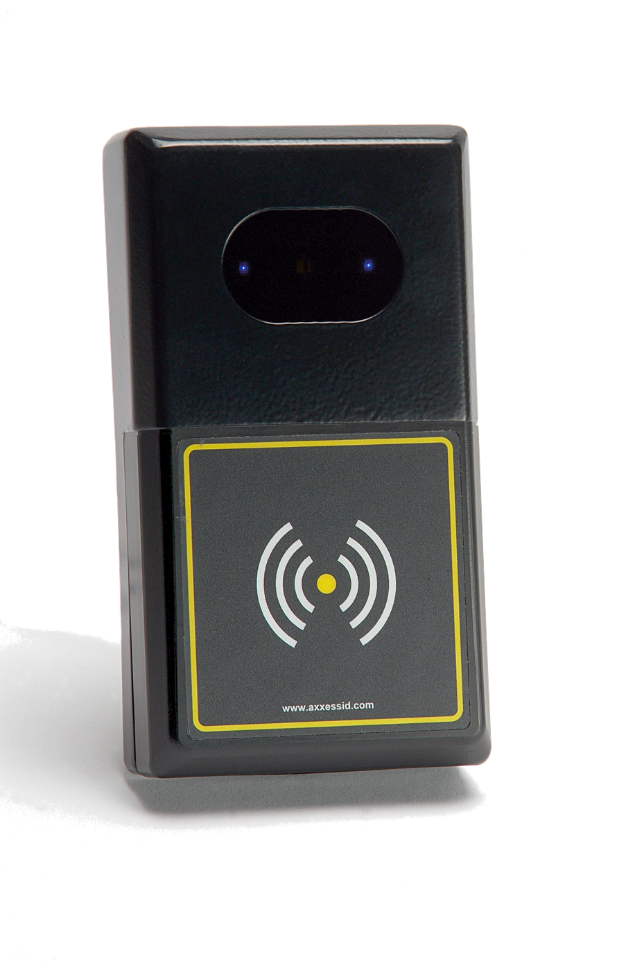 MTX Reader. Simultaneously reads 186 existing access control cards. High security.